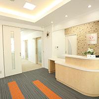西風新都のこころ衣笠歯科医院 広島市安佐南区のこころ入口からすぐ